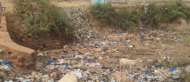 Article : Des caniveaux ou des dépotoirs d'ordures ?